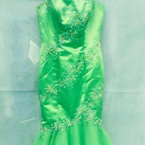 Dresses & Skirts - Lovely mermaid style dress